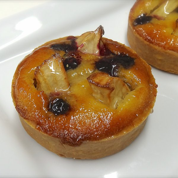 Individual Apple & Blueberry Tart
